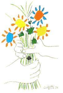 ramo de flores entre manos
